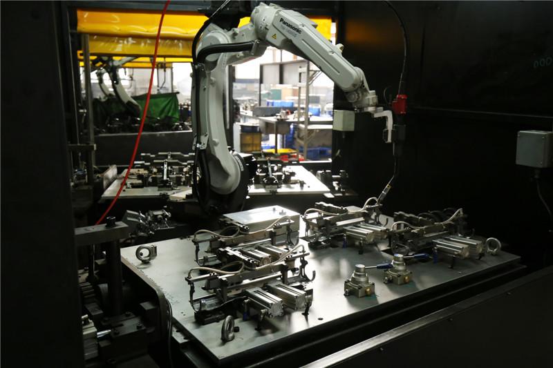 CO2弧焊机器人